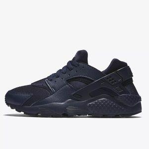 085601280db9 discount nike huarache blue and black b964e b7803  norway nike shoes nike  huarache run navy blue shoes nwt bebea 01fec